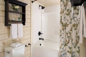 queen room tub and shower combination