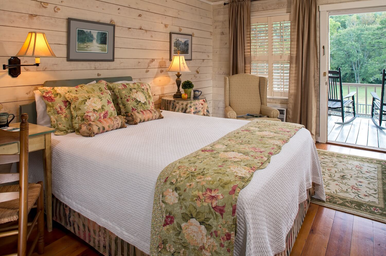 Glen-Ella Springs Inn Room near Kaya Vineyard and Winery and that's perfect for a Blue Ridge Mountain wedding